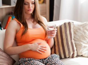 drinking plenty of water can help curb morning sickness